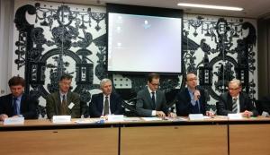 De gauche à droite : MM. D. Rolland, J. Maleval et C. Xerri, conseillers agricole, scientifique, nucléaire, M.-P. Barets, ministre conseiller, M. M. Séguéla, conseiller consulaire, M. J.-J. Pothier, consul.